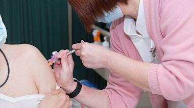 AZ疫苗公費接種對象23日起擴大 軍、警、長照、社福人員納入