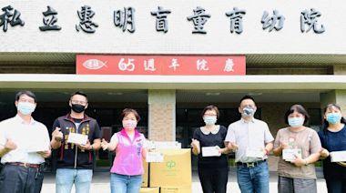 楊瓊瓔、吳顯森攜手企業 捐贈2萬片口罩及快篩試劑