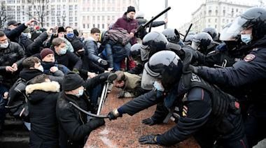 Tens of thousands protest across Russia in support of poisoned Putin critic Navalny