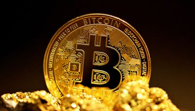 刷新歷史天價》比特幣漲破6萬6千美元!全世界第一檔比特幣期貨ETF在美股掛牌
