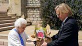外媒:英國女王紀念菲利普親王百歲誕辰