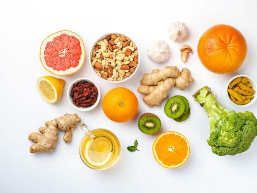 居家防疫吃什麼?15種「提升免疫力」的食物請筆記!花椰菜、甜椒、綠茶..都上榜,「這個水果」還能改善腸道問題