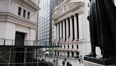 Dow books 4-day winning streak, but S&P 500, Nasdaq end lower as tech shares stumble