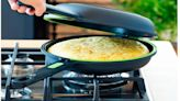 Una Smart TV, un abrigo de Levi's, una sartén doble para hacer la tortilla de patatas perfecta y otros chollos de Amazon