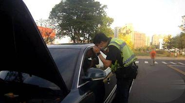 冷氣開整晚導致車子沒電 男遭反鎖受困急拍窗呼救