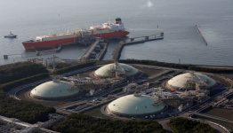 India's top gas importer sees LNG price surge spurring long-term contracts