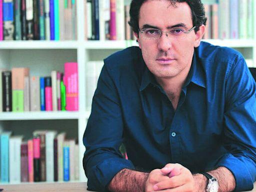 El escritor colombiano Juan Gabriel Vásquez se quedó con el IV Premio de Novela Vargas Llosa