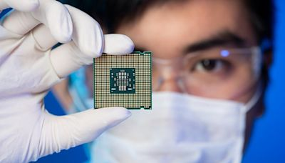 Dow Jones Up 195 Points, in Record Territory Despite Intel Worries