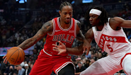 Chicago Bulls hold off Toronto Raptors to continue undefeated start