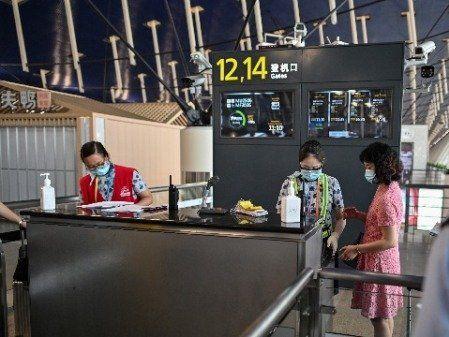 新聞 上海 - 看中國新聞網 - 海外華人 歷史秘聞 華人持楓葉卡上海出境 護照戶口均要註銷?(圖) - - 留學移民