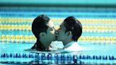 「德逸CP」林子閎楊宇騰泳池激吻 800粉陪看最終回尖叫