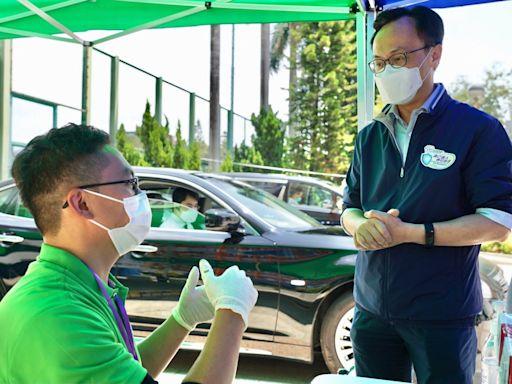 聶德權到界限街視察疫苗接種 旅遊從業員支援中心運作 - RTHK