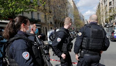 Paris shooting: Manhunt launched for gunman who killed one outside hospital