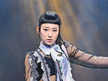 清純學生妹造型曝光 炎明熹力保招牌齊蔭出戰《聲夢》 - 晴報 - 娛樂 - 娛樂