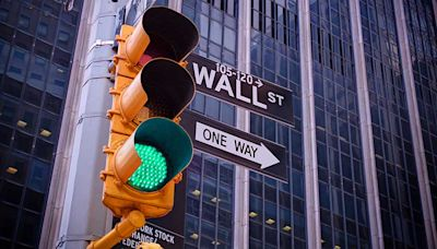 Dow Jones Rises Over 700 Points As Indexes Recover Some Of Last Week's Sell-Off; These Dow Stocks Trade...