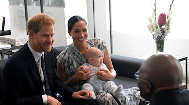 哈利王子:20幾歲就想離開王室 搬到美國全因「痛苦家庭循環」!