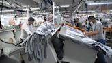Así se verán beneficiados los trabajadores de la costura en California gracias a una ley recién aprobada