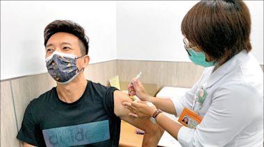 自費疫苗開打湧人潮 擬增劑量數/有工作、求學需求民眾搶打 指揮中心:暫不放寬接種資格