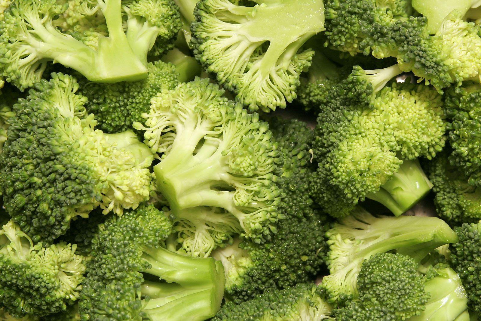 File:Broccoli bunches.jpg - Wikipedia