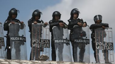 Mexico arrests 6 Guard members in water protest death