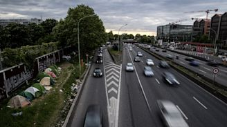 'Invisible' migrants cling to shelters along Paris motorways
