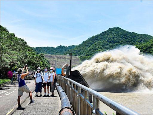 石門水庫滿水位 單日洩洪1.1億噸