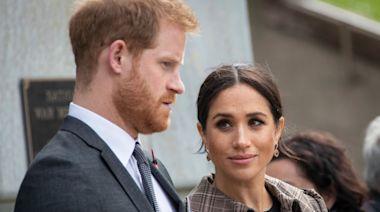 哈里新專訪再惹熱議 英國王室堅信他遭梅根洗腦:認識她前更快樂