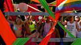 Miles de personas participan en la marcha del orgullo gay en Polonia
