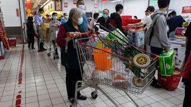 台灣防疫實名制 店員齊爆野蠻客人拒填個人資料 還慘遭口罩擲臉