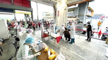 阻絕疫情進入新北 亞東機動篩檢隊進駐果菜市場單日篩檢量達3627人