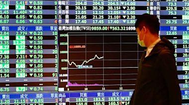 台股重摔回測萬七 外資狂砍335億元 三大法人賣超390億元 | Anue鉅亨 - 台股盤勢