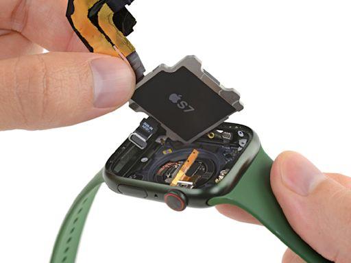 iFixit 拆解 Apple Watch Series 7 後發現它用了跟 iPhone 13 一樣的整合觸控面板技術