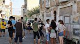Aplazan al lunes el desalojo de los 50 vecinos de la Creu Coberta