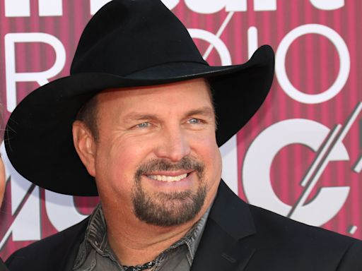 Garth Brooks on why he's playing dive bars after halting stadium tour again: People 'are vaccinated!'
