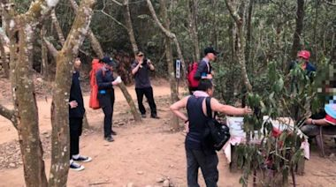離譜!130公斤男偕友爬火炎山 喝高粱酒醉倒11消防員出動救援