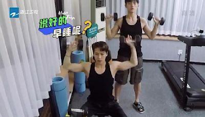 王嘉爾深夜健身,大張偉爆料每天只睡4小時,運動員出身太勵志
