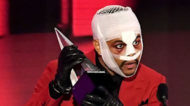 Why was The Weeknd covered in bandages at the AMAs?