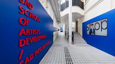 做藝術家很 SAD?「藝術家職業訓練學院開放日」諷行內生態 | 立場報道 | 立場新聞