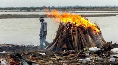 印度疫情 恆河北部至少40屍沖上岸 地方報館自行點算死者發現大量漏報   蘋果日報