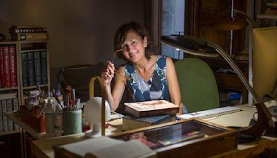 Anne-Hélène Suárez, la traductora que espera al picozapato en su balcón