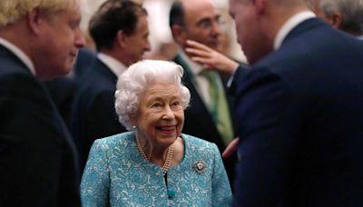 La reina Isabel II pasó la noche en el hospital, pero ya está en Windsor