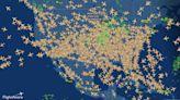 堅持出門旅遊!美國機場湧現人潮 航空圖飛機密度高到嚇人
