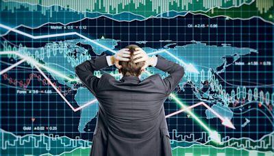 台股早盤今一度大跌逾400點,投資人該逃?分析師:真正的關鍵在「明天」
