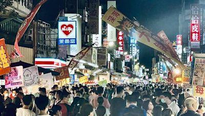 人潮擠爆嘉義文化路夜市、夯店 在地人瑟瑟發抖:群聚比烤肉可怕