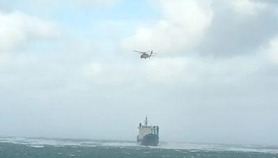 巴拿馬貨輪機械故障漂流擱淺澎湖吉貝海域 14船員吊掛獲救