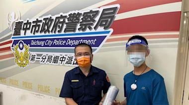 跑遍派出所親送防護面罩 父子靦腆喊:警察加油