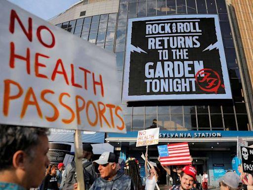 抗議強制疫苗接種令 紐約示威民眾用髒話問候拜登
