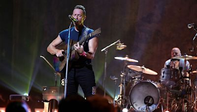 Coldplay Announces 2022 Tour & Pledges to Lower Carbon Emissions on the Road | Billboard News
