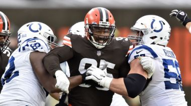 Browns' Garrett back from COVID list after 2-game absence