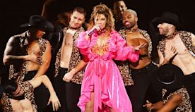 Shania Twain Closes Out the 2019 AMAs With Legendary Medley of Her Biggest Hits